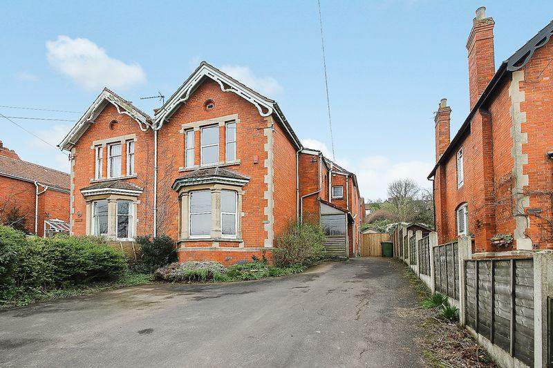 3 Bedrooms Semi Detached House for sale in Street Road, Glastonbury