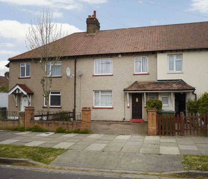 3 Bedrooms Terraced House for sale in Knockholt Road, Eltham SE9