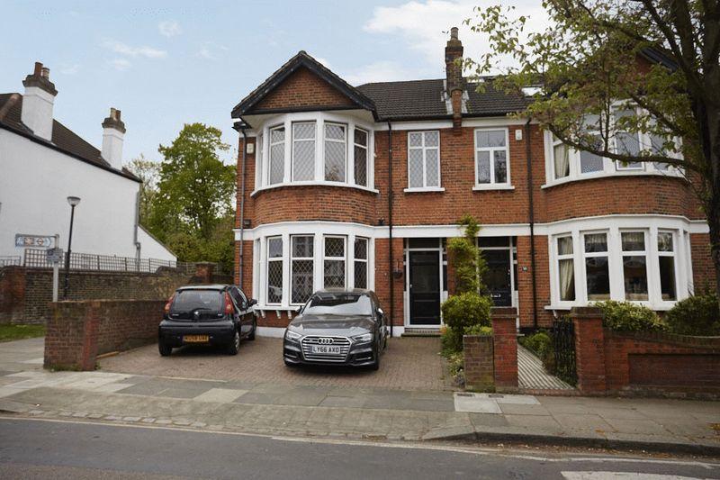 3 Bedrooms Semi Detached House for sale in Dunvegan Road, Eltham SE9