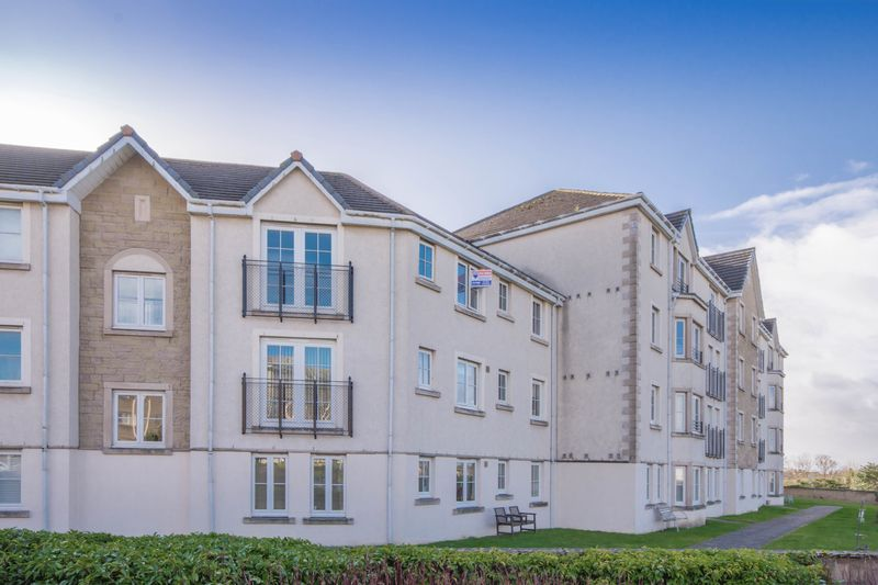 2 Bedrooms Flat for sale in Bruce Gardens, Dunfermline