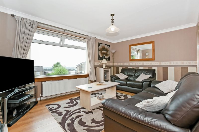 3 Bedrooms Semi Detached House for sale in Barbour Grove, Dunfermline