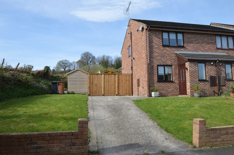 2 Bedrooms Semi Detached House for sale in Cae'r Ffynnon, Bagillt