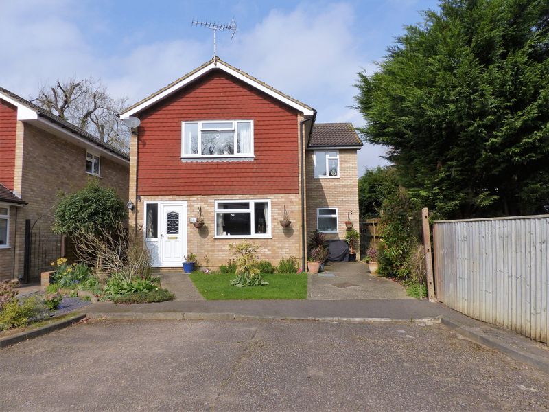 4 Bedrooms Detached House for sale in Longpoles Road, Cranleigh