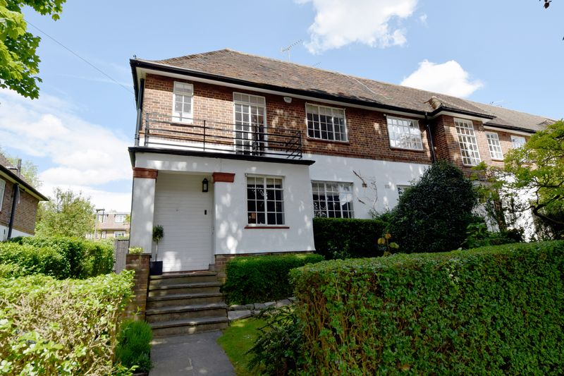 3 Bedrooms Semi Detached House for sale in Holyoake Walk, Hampstead Garden Suburb, N2