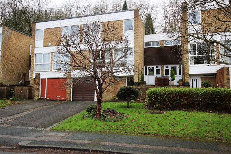 4 Bedrooms Terraced House for sale in CATERHAM VALLEY