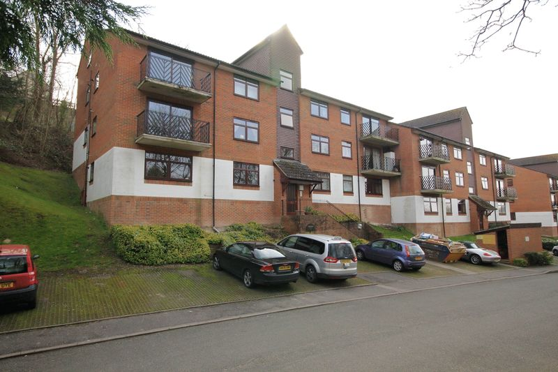 1 Bedroom Flat for sale in HILLSIDE ROAD, WHYTELEAFE