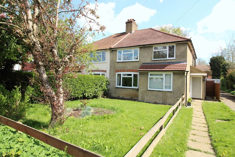 2 Bedrooms Maisonette Flat for sale in SPENCER ROAD, CATERHAM ON THE HILL