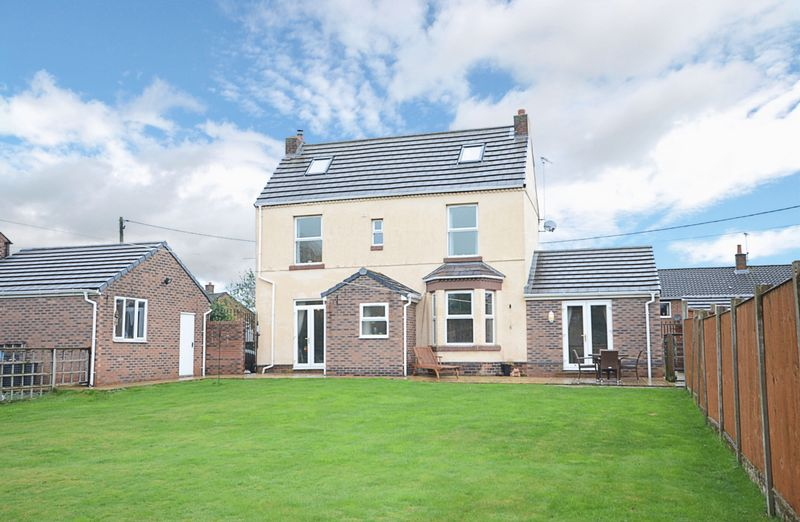 4 Bedrooms Detached House for sale in Shed Lane, Boughton, Chester
