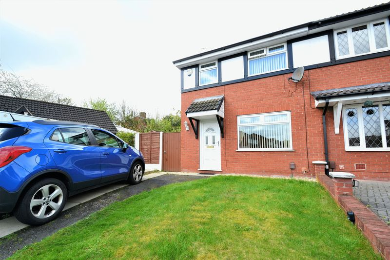 3 Bedrooms Semi Detached House for sale in Minoan Gardens, Salford