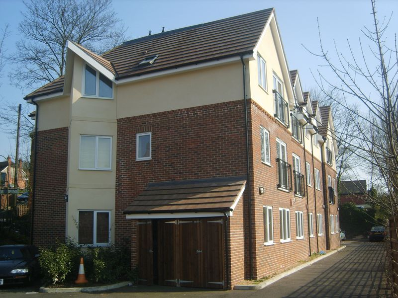 2 Bedrooms Flat for sale in St Lukes Road, WHYTELEAFE