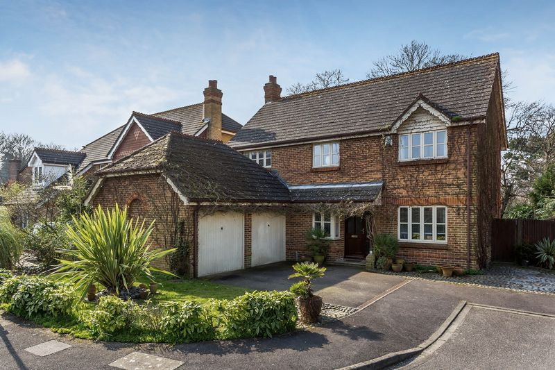 4 Bedrooms Detached House for sale in Postmill Close, Croydon