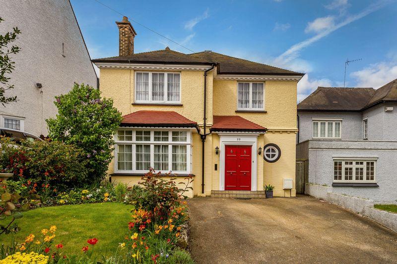 4 Bedrooms Detached House for sale in Birdhurst Avenue, South Croydon