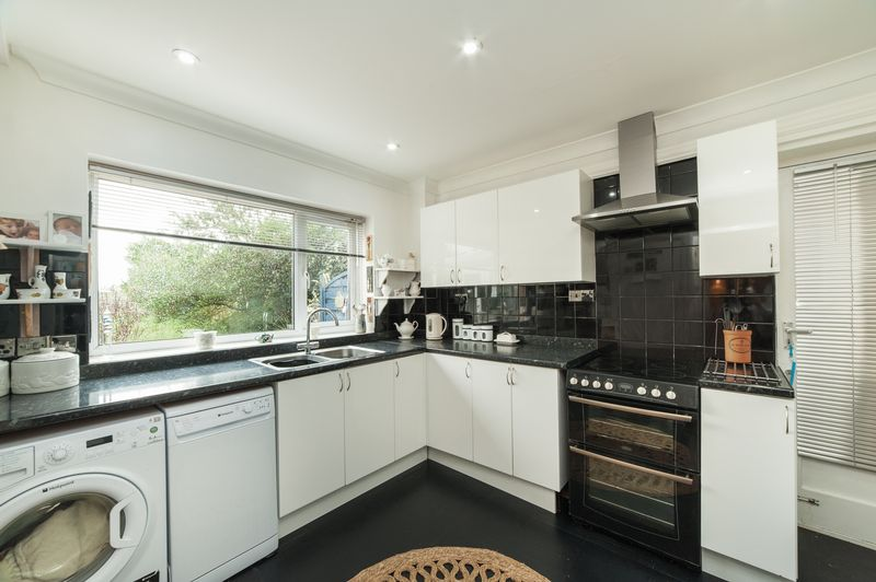 4 Bedrooms Detached House for sale in The Hawthorns, Maple Cross, WD3 9UH