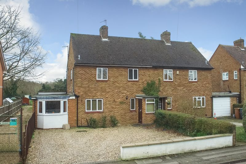 3 Bedrooms Semi Detached House for sale in Springwell Avenue, Rickmansworth, WD3 8QD