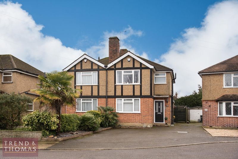 3 Bedrooms Semi Detached House for sale in Maxwell Close, Rickmansworth, WD3 8BP