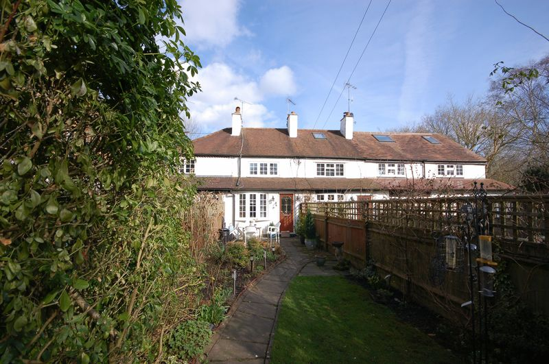 2 Bedrooms Terraced House for sale in Old Uxbridge Road, West Hyde, Rickmansworth, WD3 9XT