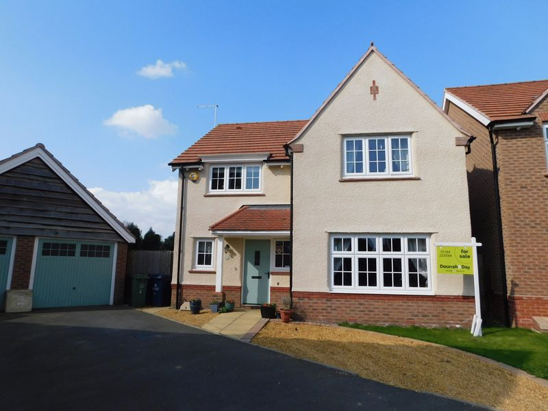 4 Bedrooms Detached House for sale in Moss Close, Stafford