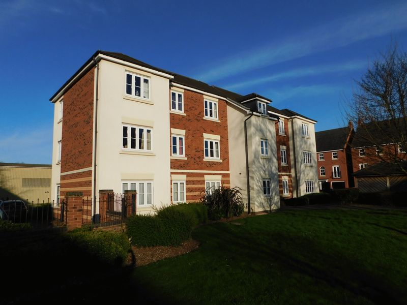 2 Bedrooms Flat for sale in Bamford House, Hollins Drive, Stafford