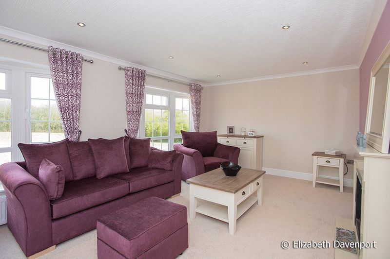 2 Bedrooms Detached Bungalow for sale in Red Lane, Kenilworth