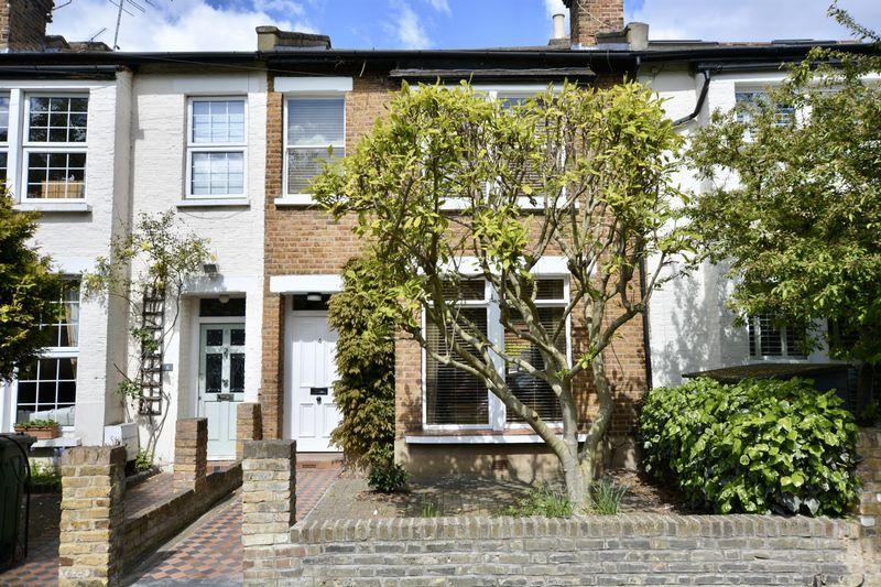 3 Bedrooms Terraced House for sale in Wick Road, Teddington