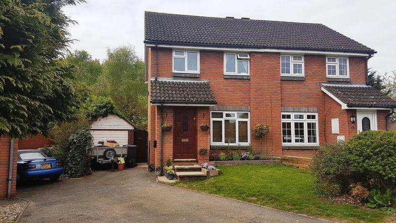 3 Bedrooms Semi Detached House for sale in Manley Road, Bursledon, Southampton