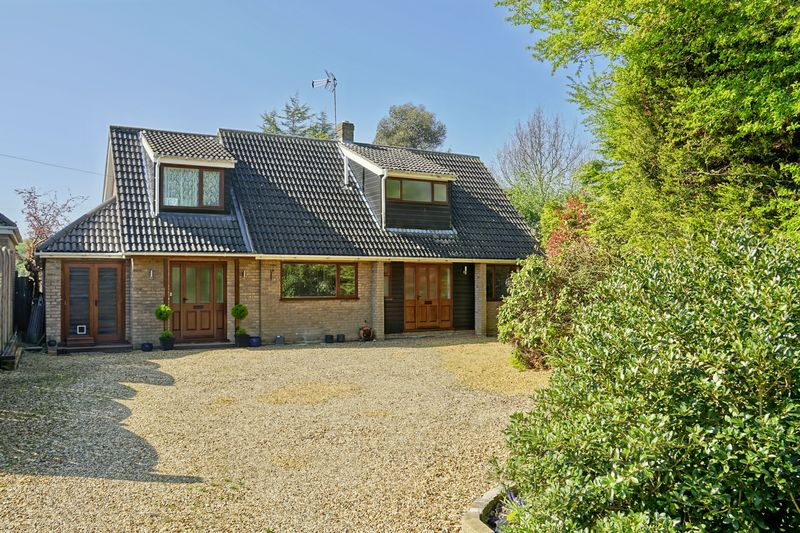3 Bedrooms Detached House for sale in The Green, Woodwalton