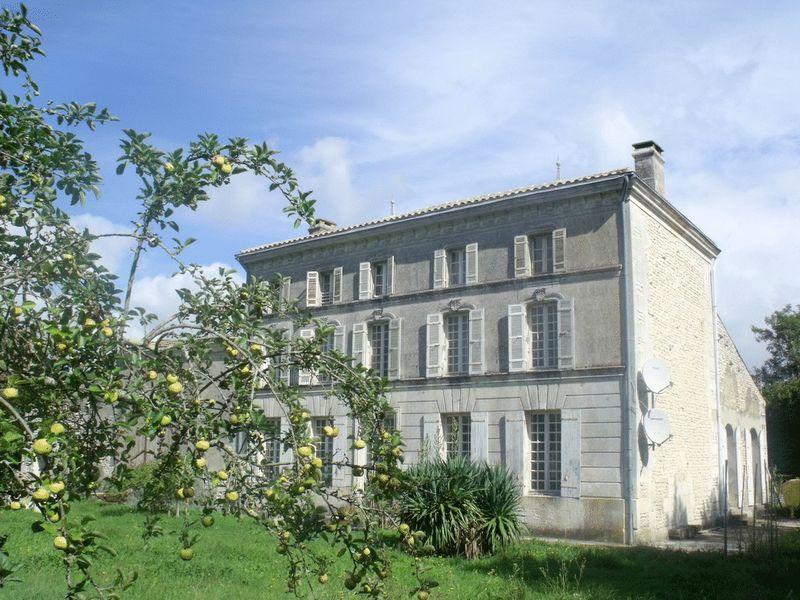 Maison de Maitre within 10 minutes of Saintes