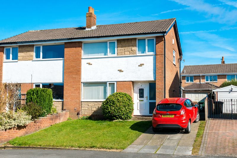 3 Bedrooms Semi Detached House for sale in Hornchurch Drive, Chorley