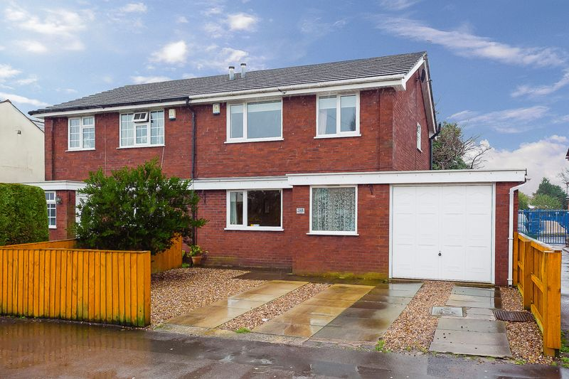 3 Bedrooms Semi Detached House for sale in The Green, Eccleston