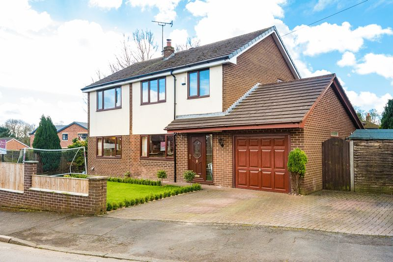 4 Bedrooms Detached House for sale in Enfield Close, Eccleston