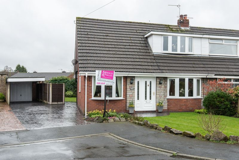 3 Bedrooms Semi Detached House for sale in Longfield Avenue, Coppull