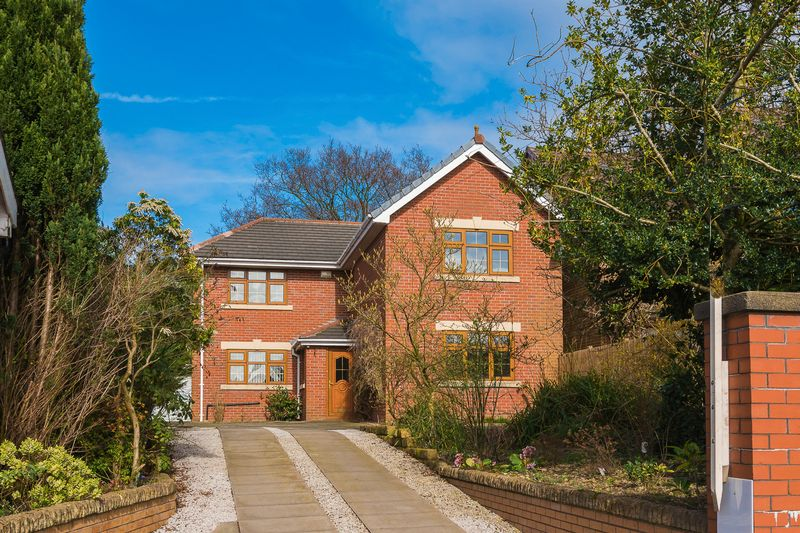 4 Bedrooms Detached House for sale in Bolton Road, Anderton