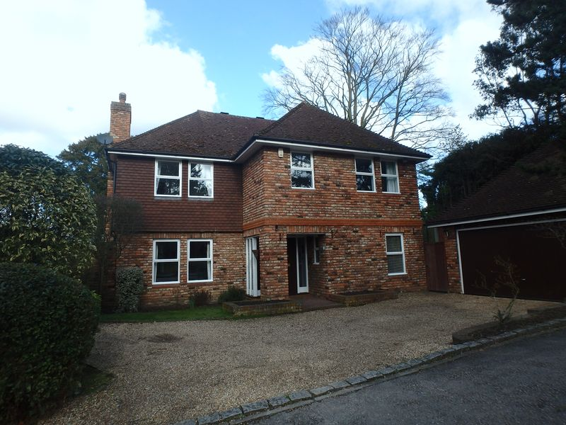 5 Bedrooms Detached House for sale in Lodge Close, Ewell