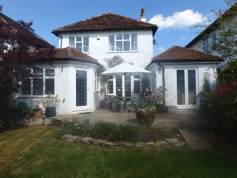 3 Bedrooms Detached House for sale in Oak Hill, Epsom