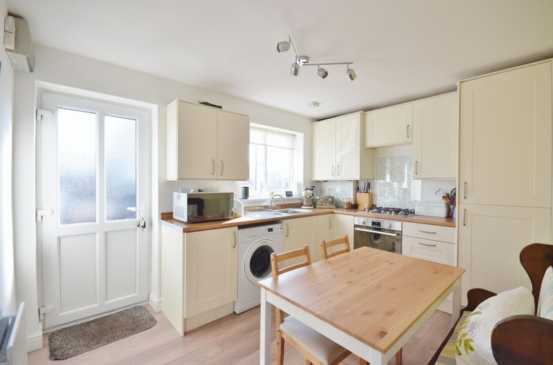 3 Bedrooms Terraced House for sale in Martin Way, Frizington
