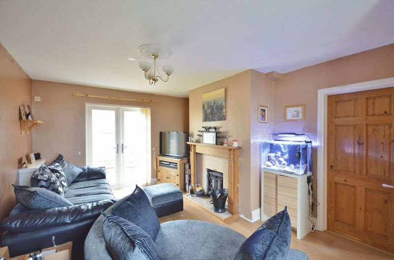 3 Bedrooms Semi Detached House for sale in Thorny Road, Thornhill