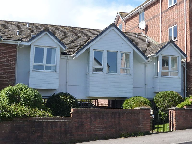 2 Bedrooms Retirement Property for sale in Cloverdale Court, Lyme Regis