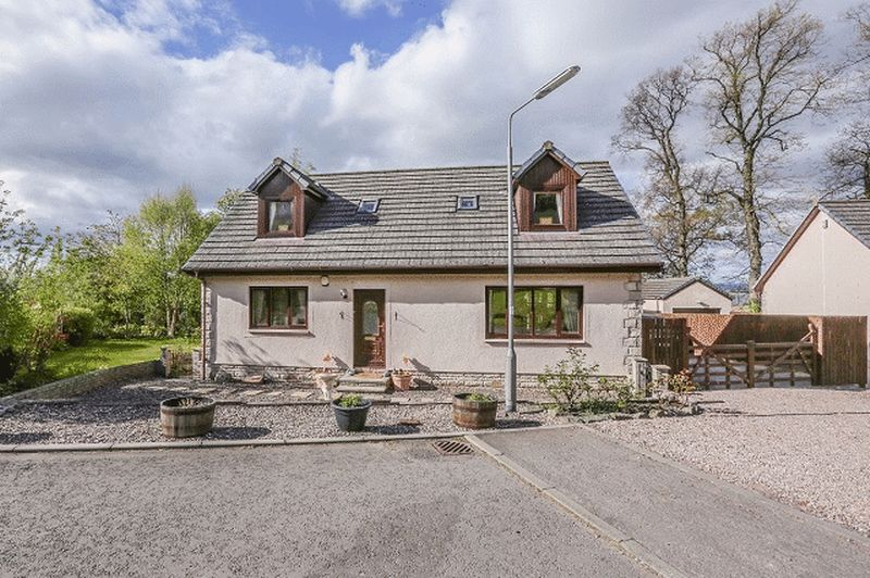 4 Bedrooms Semi Detached House for sale in Guthrie Gardens, Cupar
