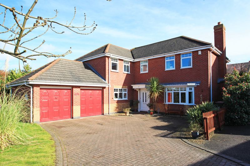 5 Bedrooms Detached House for sale in Holt Coppice, Bratton, Telford