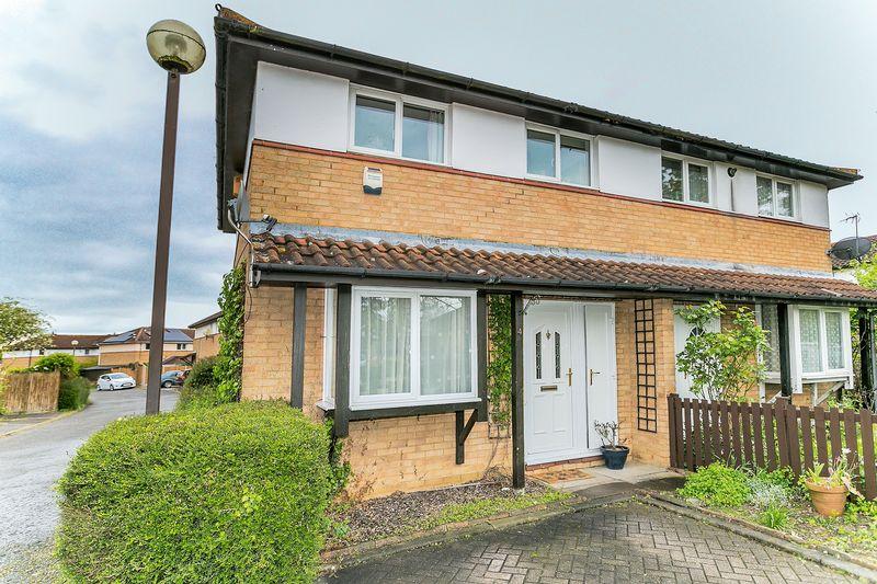 3 Bedrooms Semi Detached House for sale in Cornbury Crescent, Milton Keynes