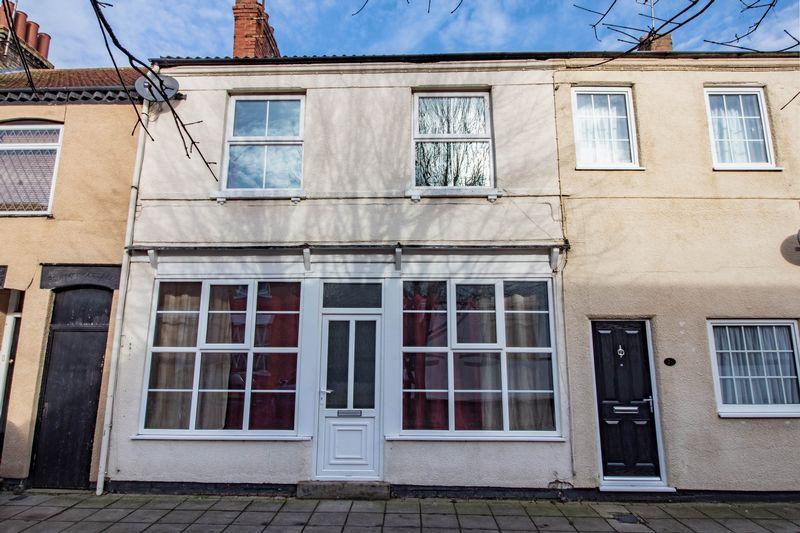 3 Bedrooms Terraced House for sale in St. Giles Street, New Bradwell, Milton Keynes