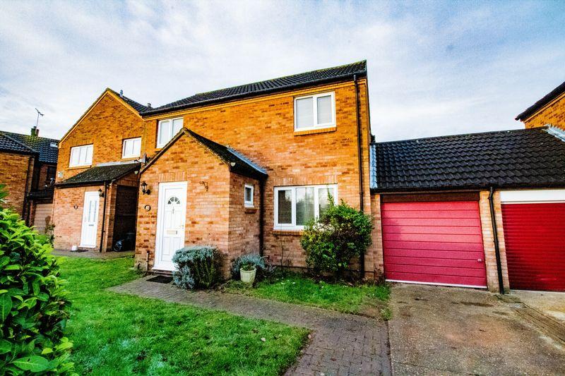 4 Bedrooms Detached House for sale in Leopard Drive, Pennyland, Milton Keynes