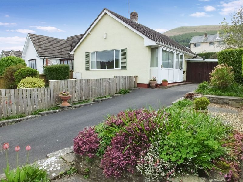 2 Bedrooms Detached Bungalow for sale in Dragon Lane, Abergavenny