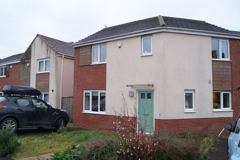 3 Bedrooms Semi Detached House for sale in White Swan Close, Killingworth, Newcastle Upon Tyne
