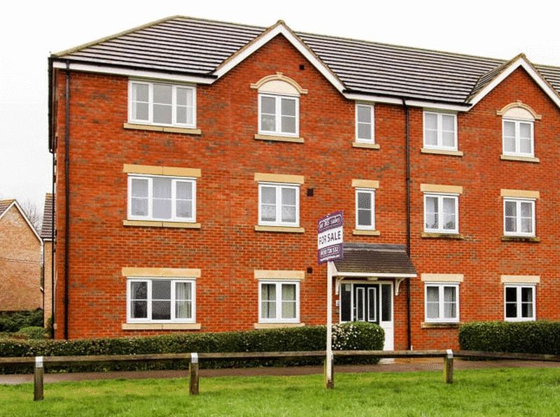 2 Bedrooms Flat for sale in Kingfisher Drive