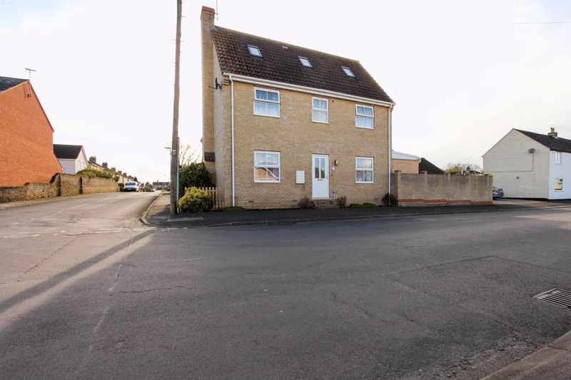 3 Bedrooms Semi Detached House for sale in Brook Street, Ely