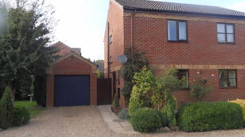 2 Bedrooms Semi Detached House for sale in Robins Close, Isleham