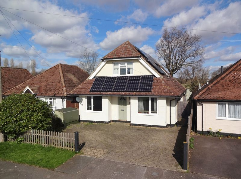 4 Bedrooms Detached House for sale in Birch Road, Farncombe