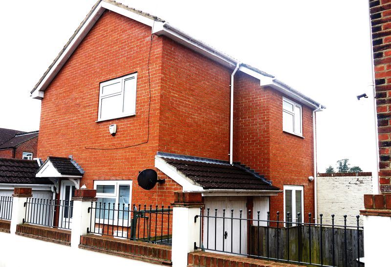 3 Bedrooms Detached House for sale in Freemantle, Southampton