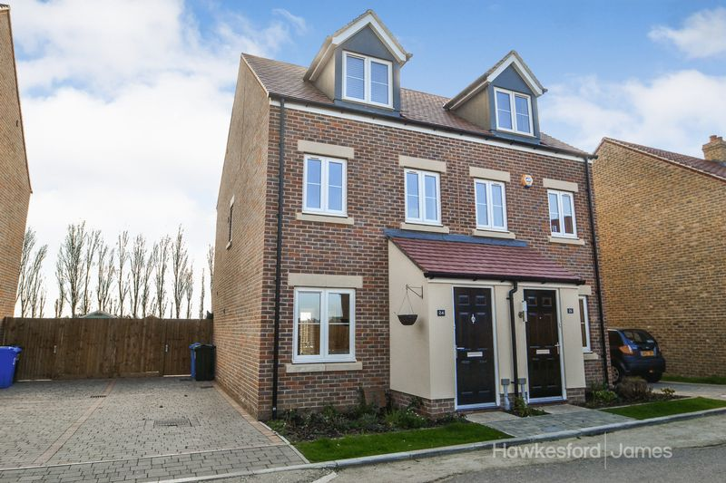3 Bedrooms Semi Detached House for sale in Nutmeg Crescent, Iwade, Sittingbourne